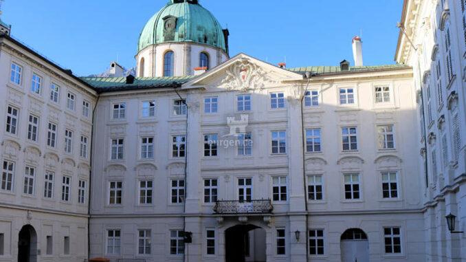 Hofburg-Innsbruck_Innerer-Burghof_c-BHOE