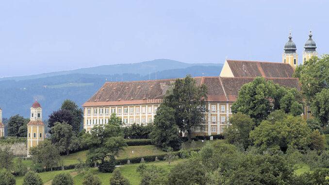 Schloss-Stainz_Seitenansicht