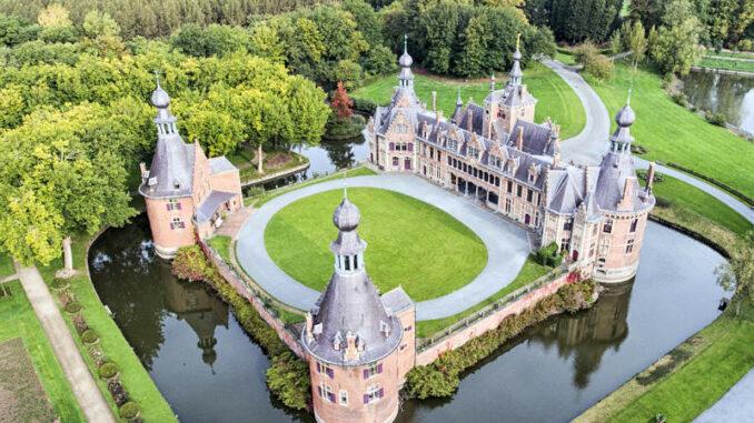 Chateau-Ooidonk_Luftbild-Rueckseite_c-Henry-Roodenbeke