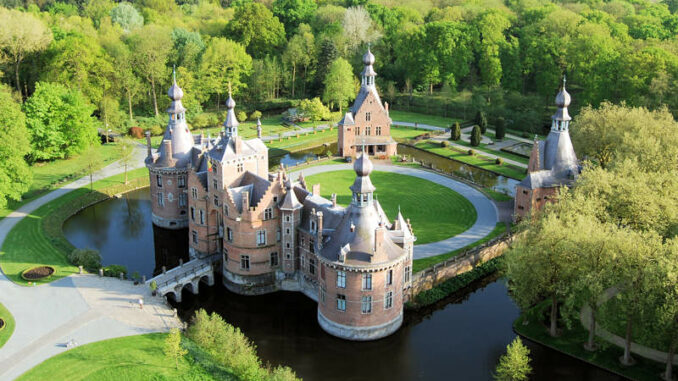 Chateau-Ooidonk_Luftbild-Vorderseite_c-Henry-Roodenbeke