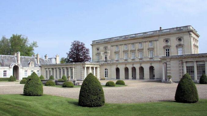 Chateau-de-Bizy_Auffahrt-und-Eingang