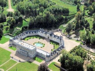 Schloss und Park aus der Luft © Château de Bizy