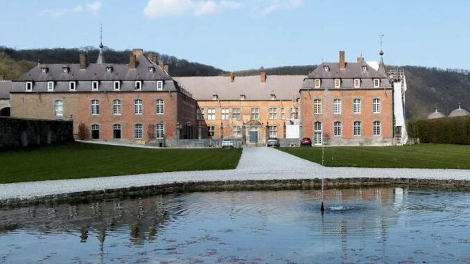 Chateau-de-Freyr-sur-Meuse_Haupteingang