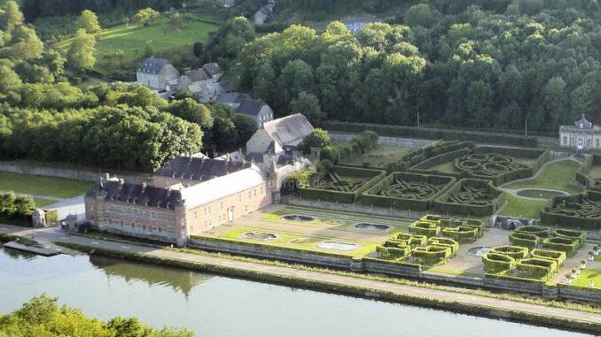 Chateau-de-Freyr-sur-Meuse_Luftbild-mit-Fluss