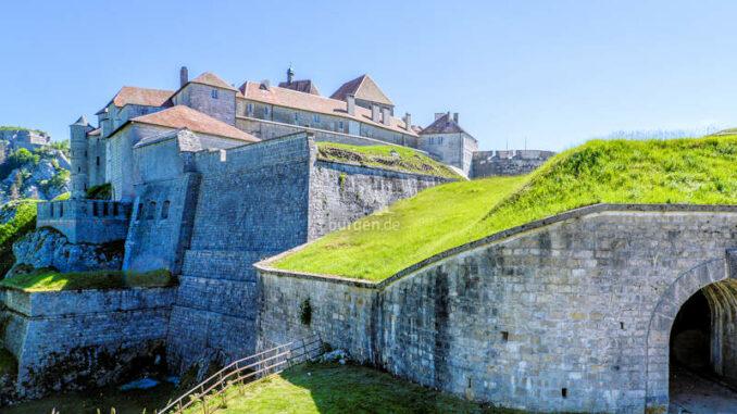 Chateau-de-Joux_Torhaus_c-Jean-Michel-Dhainaut