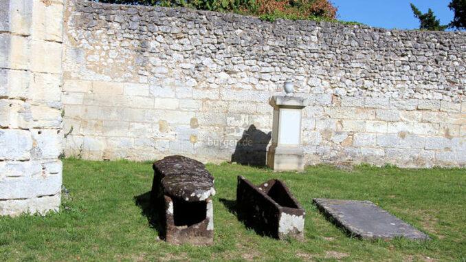 Chateau-de-Vendome_Stein-Sarkophage