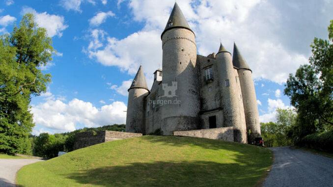 Chateau-de-Veves_Blick-auf-das-Schloss_c-CdV