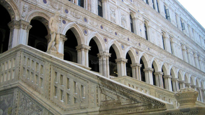 Palazzo-Ducale-Venedig_Treppenaufgang