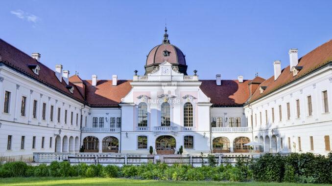 Schloss-Goedoelloi_Ansicht-aus-dem-Garten_Magyar-Turizmus