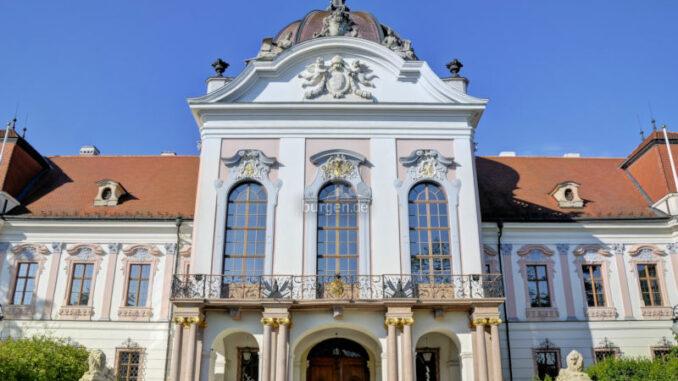 Schloss-Goedoelloi_Aussenansicht