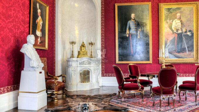 Schloss-Goedoelloi_Salon