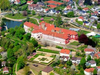 Schloss Iburg und umgebende Parks © H. Schmidt / Stadt Iburg