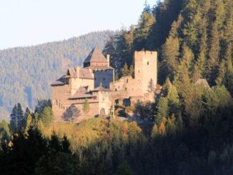 Burg in der Abendsonne © Burg Finstergrün