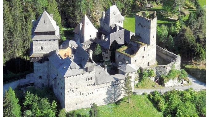 Burg-Finstergruen_Burgvollansicht
