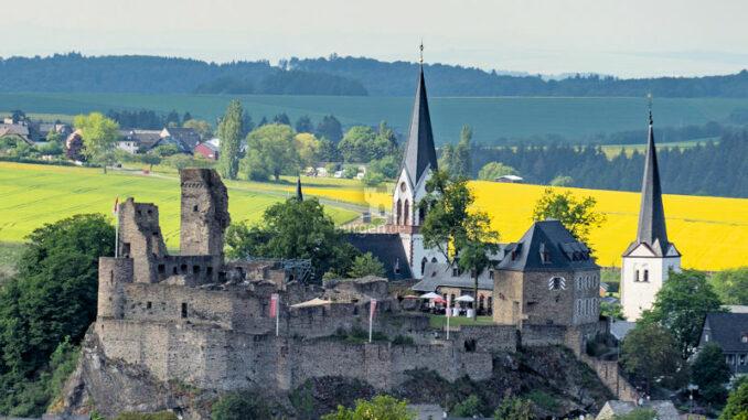 Burg-Kastellaun_Ansicht-Hohe-Buche
