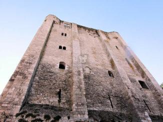 Beeindruckender Blick nach oben - Château de Beaugency