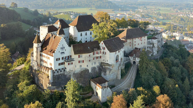 Schloss-Lenzburg_Luftaufnahme