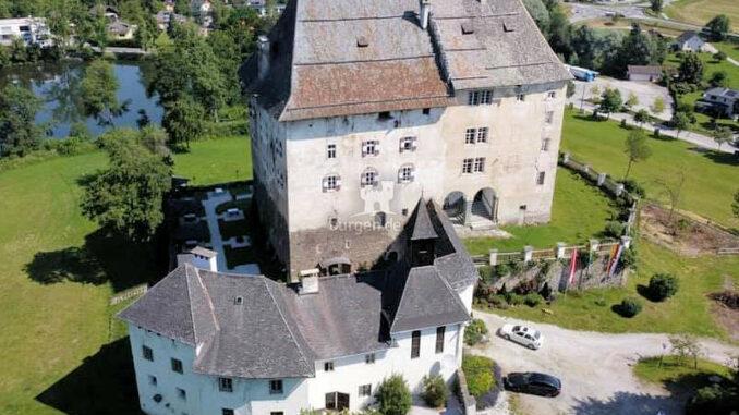 Schloss-Moosburg_Luftbild-001