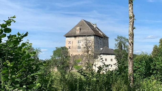 Schloss-Moosburg_Seitenansicht-001