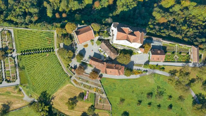 Schloss-Wildegg_Luftaufnahme