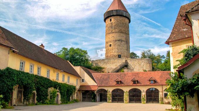 Burg-Clam_Aeusserer-Hof_Helmut-Kautz