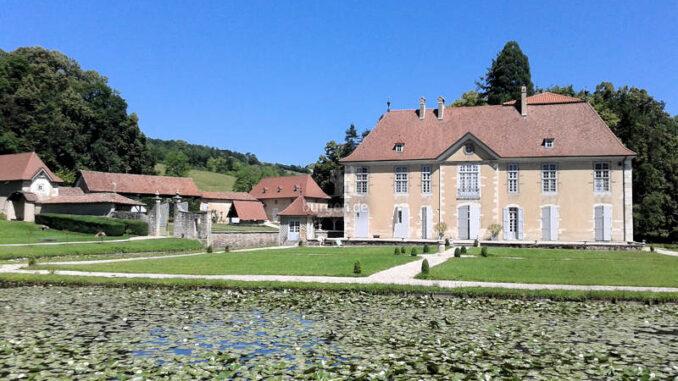 Chateau-de-Longpra_Seerosen-im-Teich