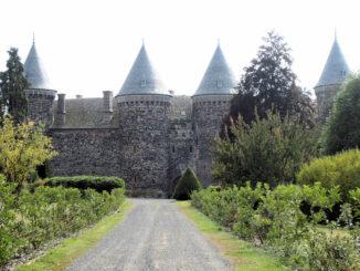 Chateau de Sailhant near St. Flour by HapH (CC BY-NC-ND 2.0)