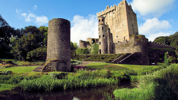 Blarney-Castle_Garten-im-Juni_800