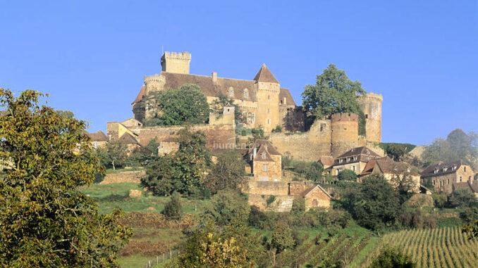 Chateau-de-Castelnau-Bretenoux_Panorama-mit-Weinbergen_Pascal-Lemaitre-CMN