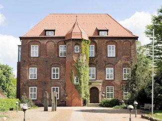 Vorderseite und Eingang - Schloss Agathenburg © Manfred Wigger
