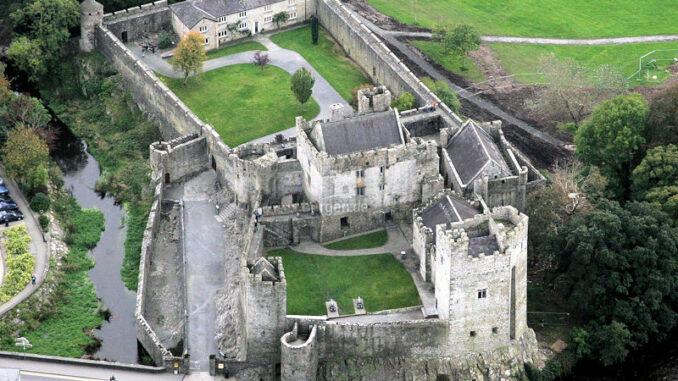 Cahir-Castle_Luftbild_c-Cahir-Castle_800
