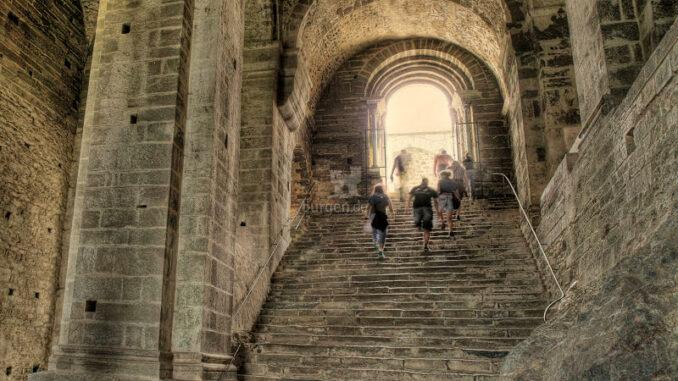 Sacra-Di-San-Michele_Treppe-der-Toten_c-Sacra-Di-San-Michele