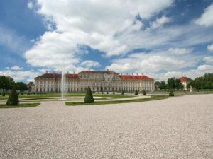 Schloss Schleissheim bei München - Parkseite mit Fontänen