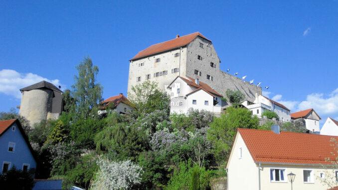 Burg-Wolfsegg_Panorama-von-Suedwesten_c-Kuratorium-Burg-Wolfsegg_800