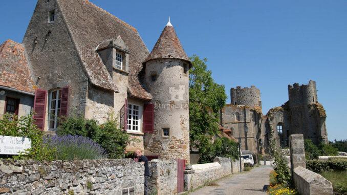 Chateau-de-Bourbon-L-Archambault_Kanonikerhaus_c-Chateau-de-Bourbon-L-Archambault_800
