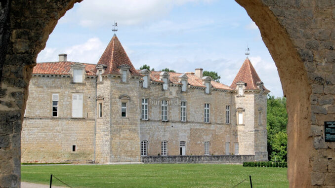 Chateau_de_Cazeneuve_Gironde_2139_wikimedia-cc30-Pline_800
