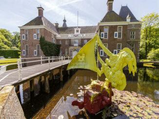 Skulptur im Wassergraben © Pedro Sluiter / Kasteel het Nijenhuis