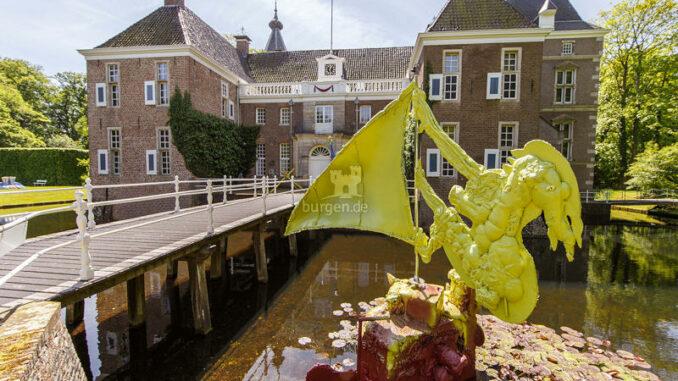 Kasteel-het-Nijenhuis_Skulptur-im-Wassergraben_c-Pedro-Sluiter-Kasteel-het-Nijenhuis_800
