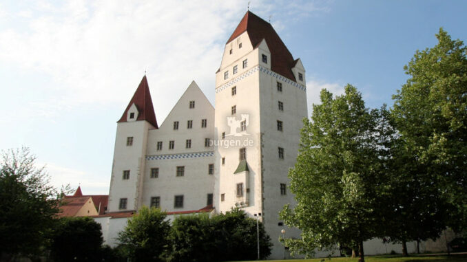 Neues-Schloss-Ingolstadt_Blick-aus-dem-Park_6877