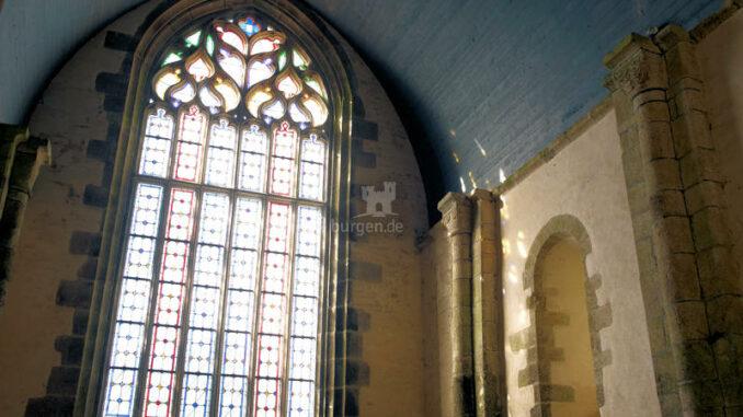 Abbaye-du-Relec_Buntglasfenster-in-der-Abteikirche_c-Didier-Olivre_800