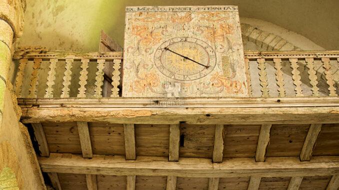 Abbaye-du-Relec_Uhr-und-Treppe-zum-Dormitorium_c-Didier-Olivre_800