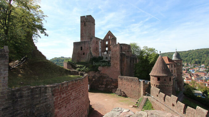 Burg-Wertheim_Innenhof_3608