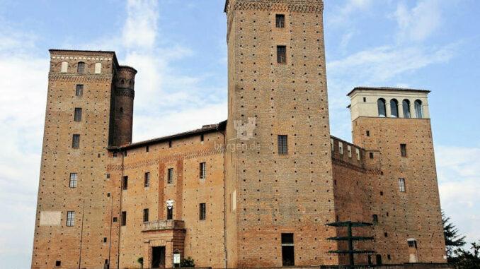 Castello-Principi-dAcaia-di-Fossano_Hauptfassade_c-Castello-Principi-dAcaia-di-Fossano_800