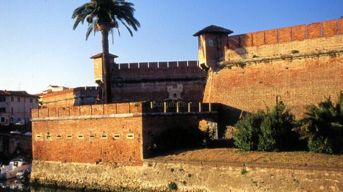 Fortezza-Nuova-Livorno_Sonnenuntergang-und-Palme_c-Fortezza-Nuova-Livorno_800