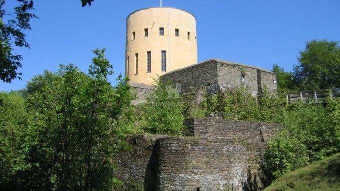 Ginsburg_Seitenansicht-der-Burg_c-Stadt-Hilchenbach_800