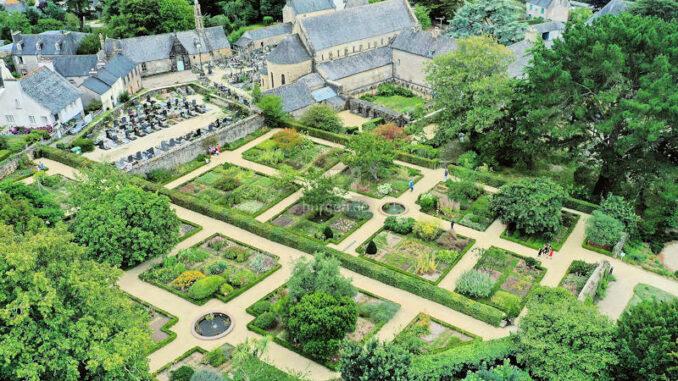 L-Abbaye-de-Daoulas_Luftbildaufnahme_c-Drone-of- visuals_800
