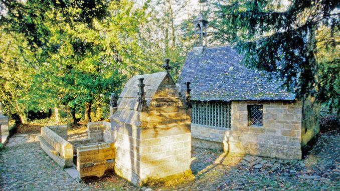 L-Abbaye-de-Daoulas_Oratorium-und-Brunnen_c-Bernard-Galeron_800