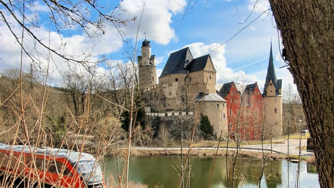 Museum-Burg-Stein_Nahverkehr-und-Wanderwege-direkt-vor-der-Tuer_c-Susann-Gramm_800