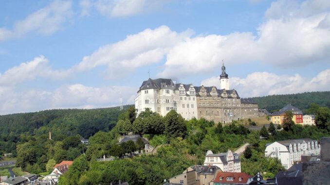 Oberes-Schloss-Greiz_Panorama_c-Tourist-Information-Greiz_800