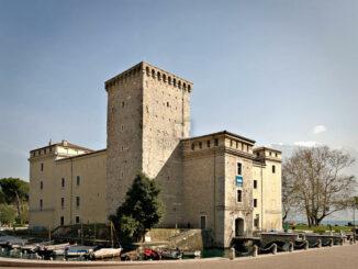 Rocca de Riva - Luftbild Burg mit Hauptturm Mastio © MAG Museo Alto Garda